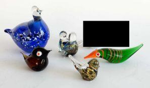 FIGURENKONVOLUT, farbiges Glas, verschiedene Techniken, u.a. Pulver- und