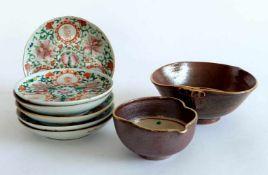 KONVOLUT ASIEN, bestehend aus: 6 Tellerchen, China, um 1900, Porzellan, im Spiegel Floraldekor und