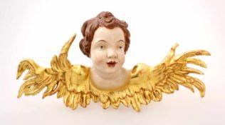 Handgeschnitzte Barockputte Polychrom- und goldstaffiert, Mund leicht geöffnet, weit ausladende