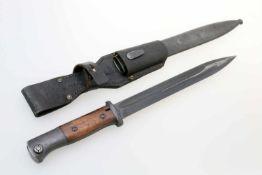 2. Weltkrieg - Seitengewehr 84/98 3. Modell Herst. quartseitig auf Fehlschärfe S/172 K (Fa. Carl