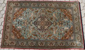 Ghom - Persien - Seide Grundfarben hellblau / gold, zentrales Medaillon, 4 Außenanker,