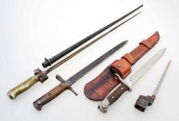 4 Bajonette - Frankreich, Chile, Italien, England Frankreich: M1886 zum Lebel-Gewehr, Quillion