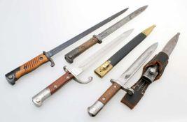 4 Bajonette Türkei: Süngu M1935, Herst. AS. FA, an deutschem Koppelschuh (R. B. Nr. 0/1001/0038).