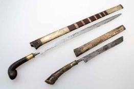 "Indonesischer Archipel - ""Pedang"" und silbermontierter ""Bade-Bade"" Malaysia um 1900 Pedang:"