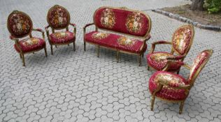 5-teilige Polstergarnitur im Rokokostil 4 Sessel und ein Sofa mit geschnitzten, goldfarbenen