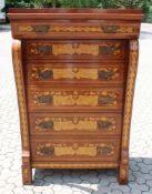 Empire Hochkommode Nussbaum furniert und Ahorn. Im Stil um 1800, 6 Schubladen, vierseitig marketiert