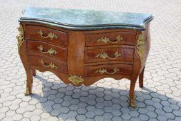 Elegante Barock Kommode Im Stil um 1780, Palisander furniert, ausgestattet mit 6 Schubladen und