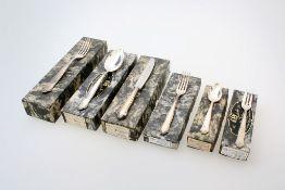 Versilbertes Besteck - 56 teilig - ESM 12 Menülöffel, 6 Menümesser, 6 Menügabeln, 6 Dessertmesser, 6