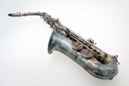 Saxophon Pierret / Paris - versilbert Rechts unterhalb vom Schalltrichter bez., gemarkt und