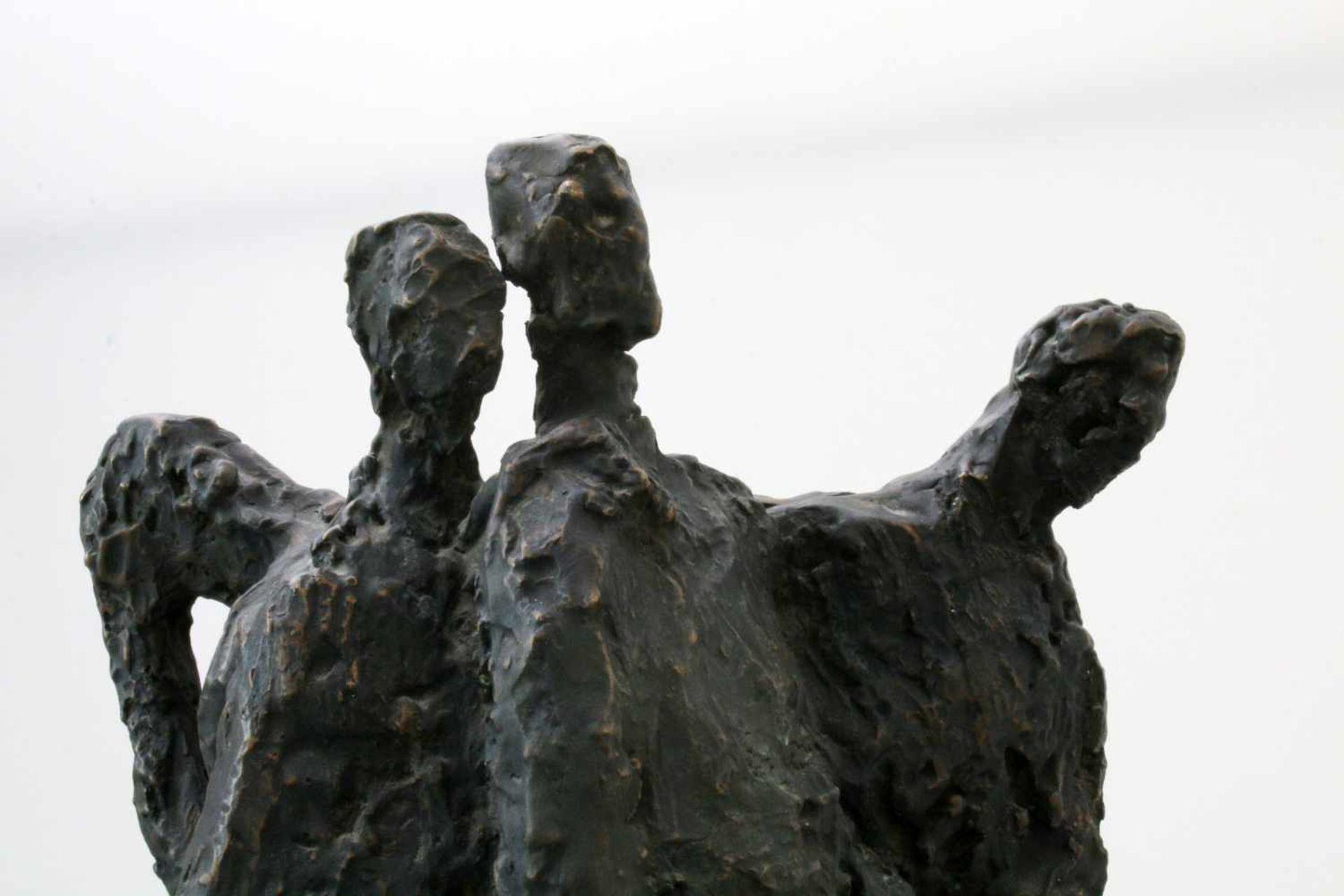 """Expressionistische Skulptur - """"4 Männer"""" - Markus Delago (*1964) Schwere, große Figurengruppe im - Bild 5 aus 6"""