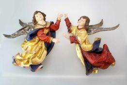 Paar Riemenschneider Engel Polychrom- und goldstaffiert. Engelpaar für Wandmontage, sehr feine,