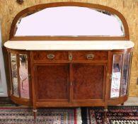 Halbrunde Nussbaum Anrichte um 1900 4-türige Anrichte, Front Wurzelmaserfurnier, Seitentüren