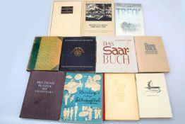Konvolut Bücher Deutsche Kunstbetrachtung, G. Schorer 1943; Ein Malerleben, Th. Rocholl 1921; Die