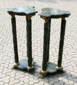 Paar Marmor Dreifach-Säulen Podeste Dreipassige Fuß- und Deckplatte, auf 3 Säulen ruhend, diese an