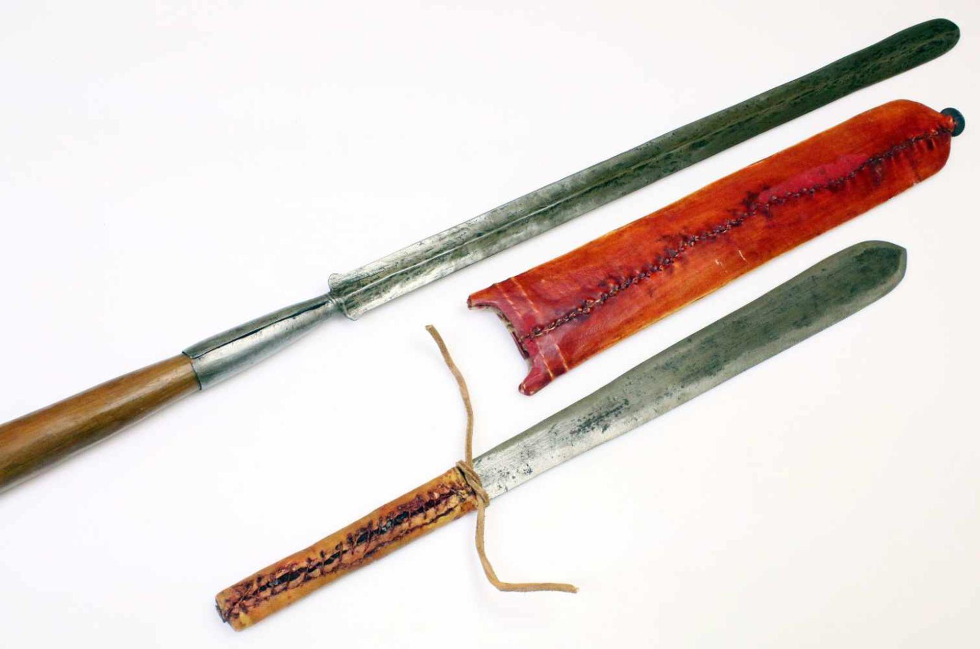 """Kenia / Tansania - Schwert """"Seme"""" und Speer der MassaiDas Schwert mit zweischneidiger, - Bild 3 aus 3"""