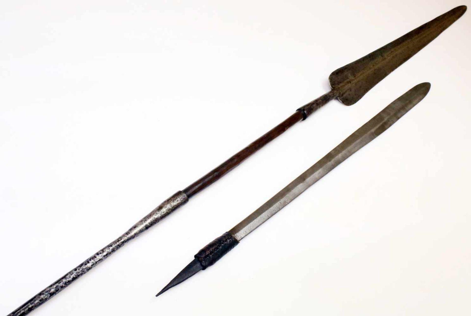 """Kenia / Tansania - Schwert """"Seme"""" und """"Löwenspeer"""" der Massai um 1900Das Schwert mit"""
