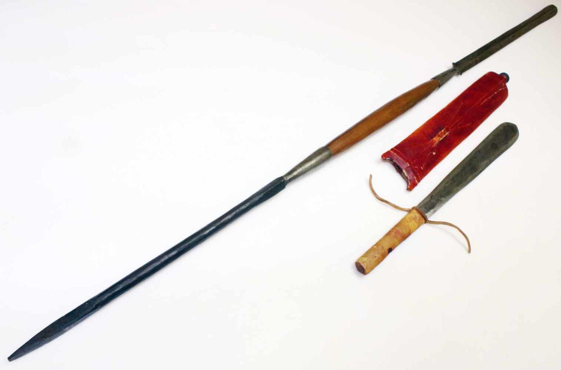 """Kenia / Tansania - Schwert """"Seme"""" und Speer der MassaiDas Schwert mit zweischneidiger,"""