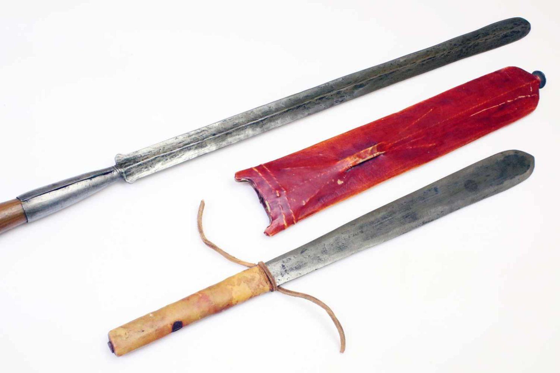 """Kenia / Tansania - Schwert """"Seme"""" und Speer der MassaiDas Schwert mit zweischneidiger, - Bild 2 aus 3"""