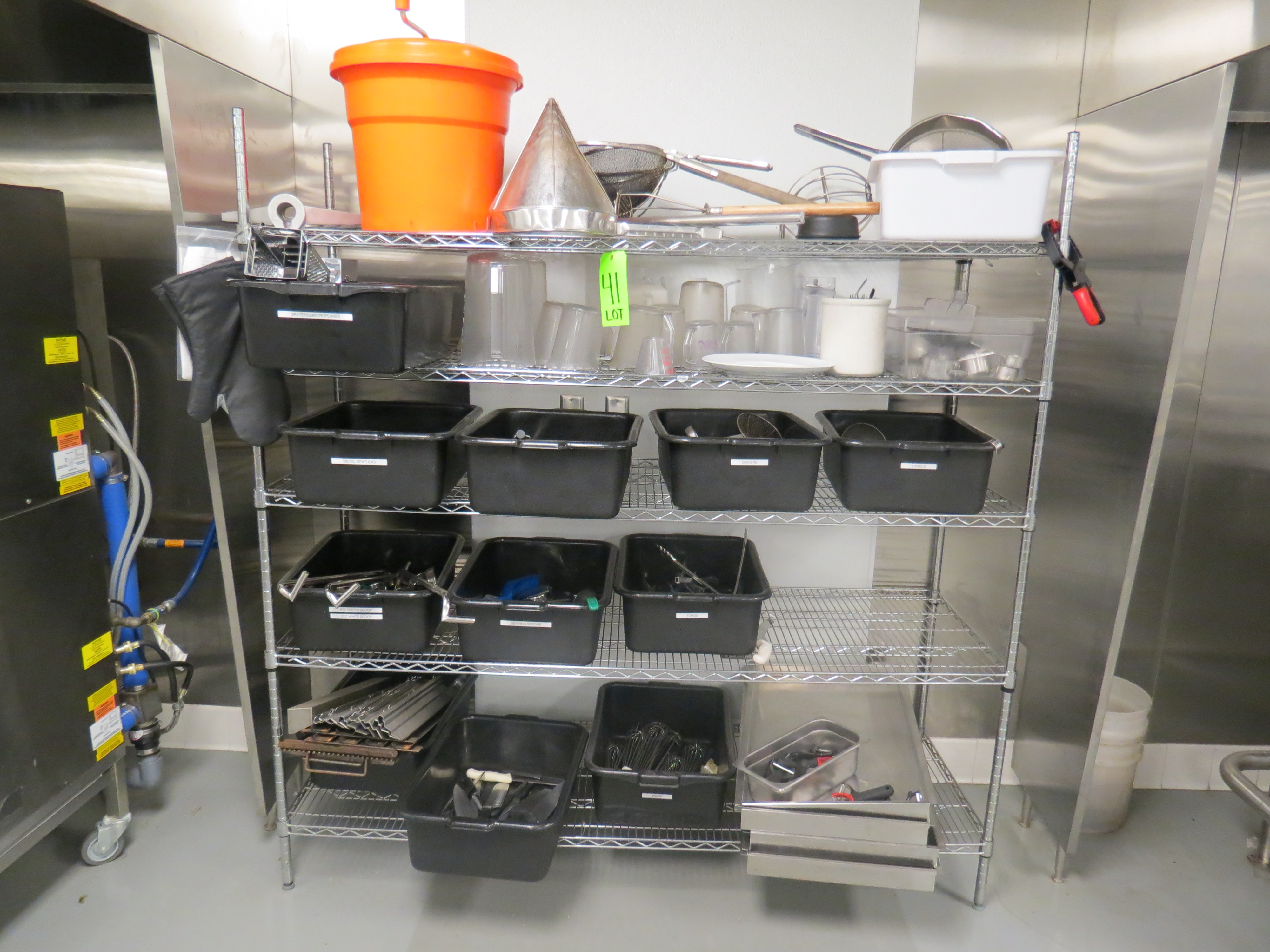 Lot 41 - LOT OF TONGS, KNIVES, ICE CREAM SCOOPS, SPATULAS, PEELERS, ETC AND RACK