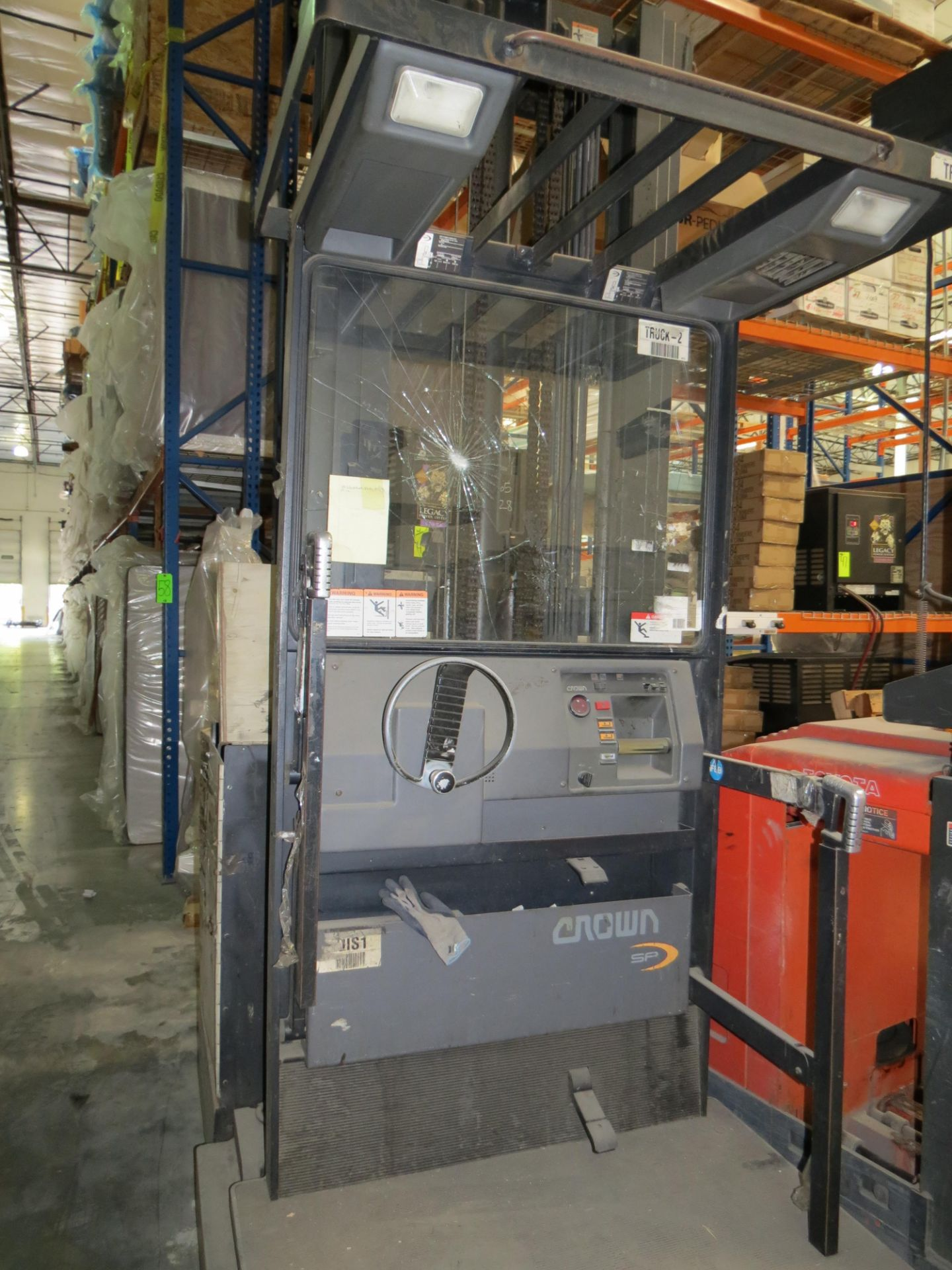 Crown SP 3-Stage Order Picker Electric Forklift 6860 Capacity ( Does Not Run, Needs New Battery) - Image 2 of 6