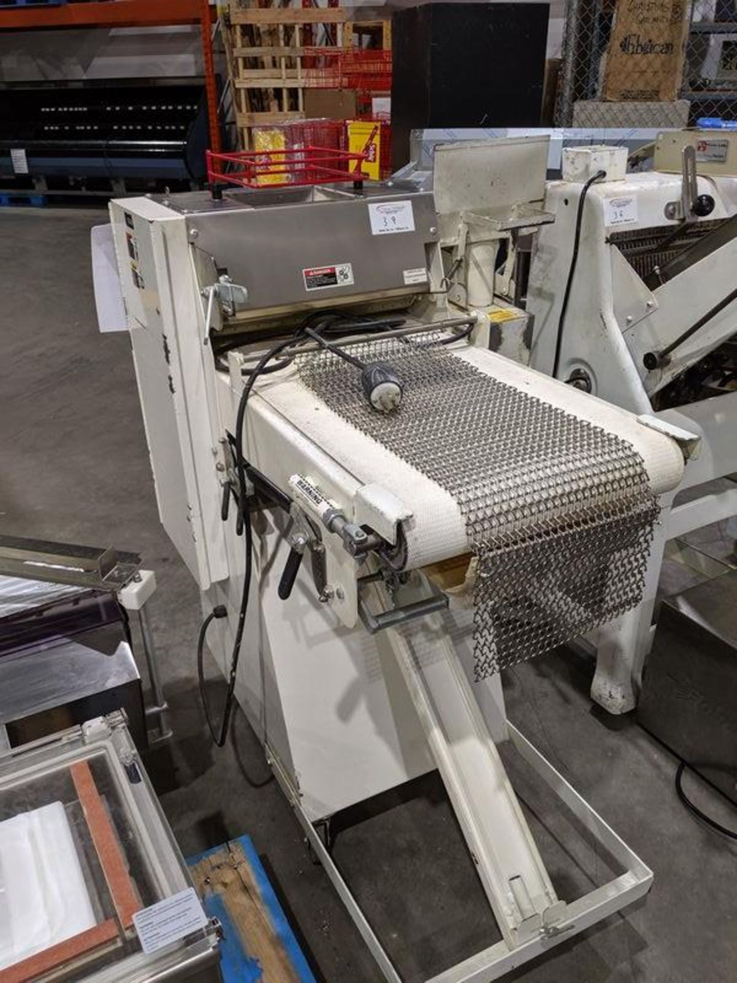 Lot 39 - B&B 860 Bread Moulder