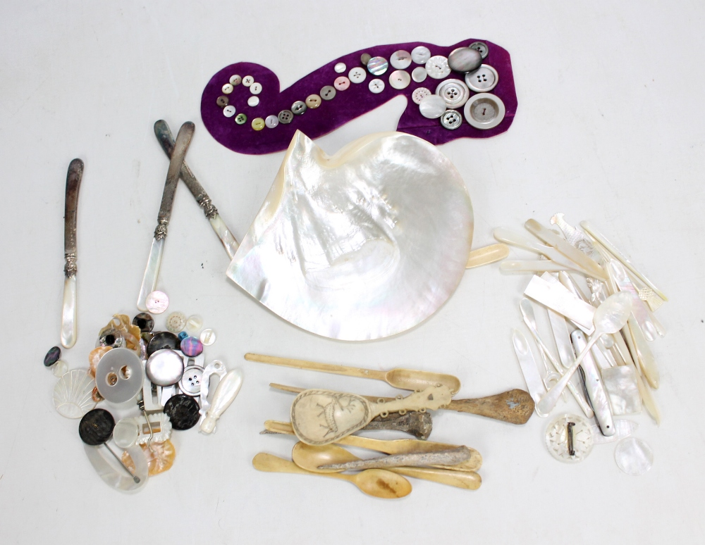 Lot 9 - A group of mother of pearl items including pocket knife, gaming tokens, etc, also a carved horn