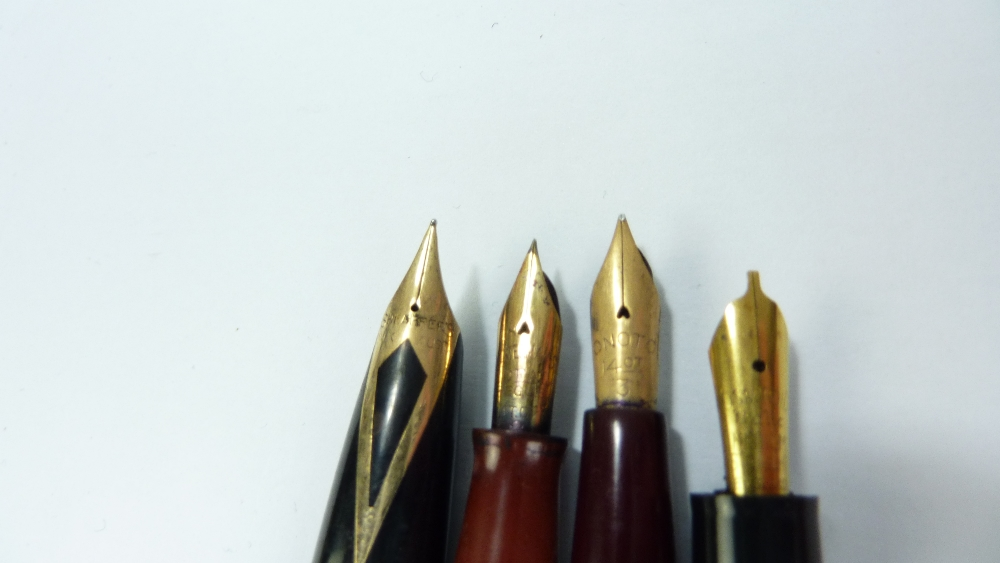 Lot 19 - A small group of collectors' items comprising various fountain pens to include Onoto with 14ct