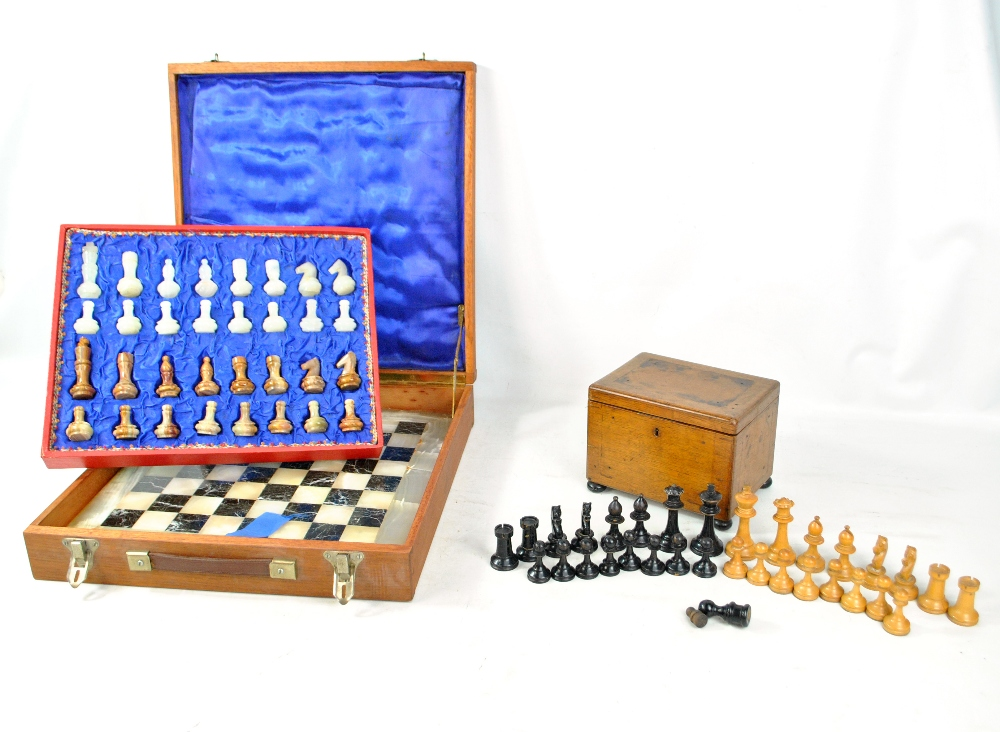 Lot 29 - A cased 20th century onyx and marble chess set and further wooden chess pieces in oak box (2).