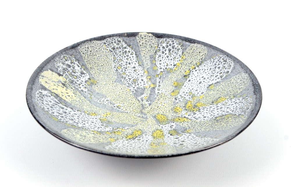 Lot 131 - GEORGE WILSON (1924-2004); an earthenware footed dish, yellow and white brush decoration on