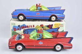 R.O.C Batmobile, 2 Autos, Blech/ Kunststoff, rot, L 30 cm, Batman Aufschrift auf Motorhaube, mit 2