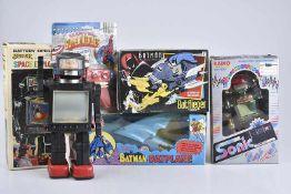 Konv. 5 Teile, versch. Hersteller, Space Explorer, H 29 cm, leichte Altersspuren, Sonic Robot, mit
