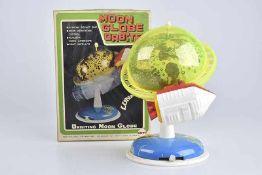 MEGO Moon Globe Orbiter, 60er Jahre, Made in Japan, Blech/ Kunststoff, blau/ grün, H 26 cm, BA,