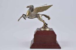 Emblem/ Kühlerfigur/ Car Mascot Pegasus, Metall, L 11 cm, patiniert, auf Holzsockel montiert, Z 2