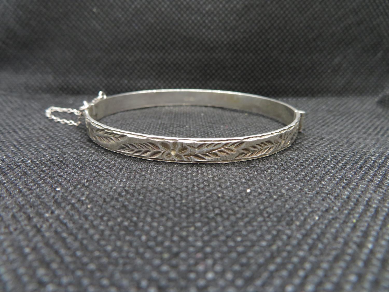 Lot 60 - Vintage silver bangle with tension fastener HM Birmingham 1986 11g