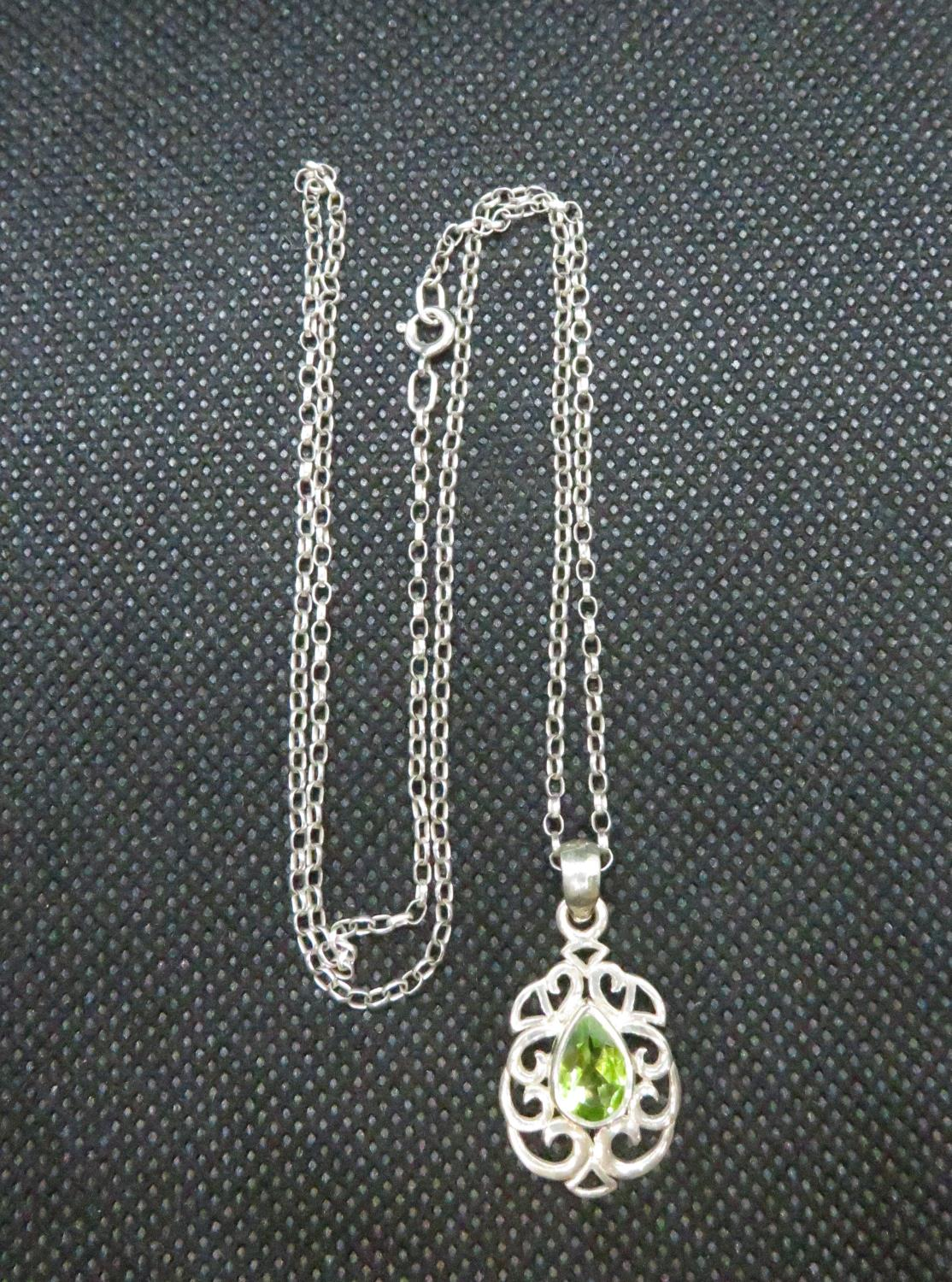 """Lot 39 - Pretty silver pendant set with peridot stone on 18"""" silver baby belcher link chain"""