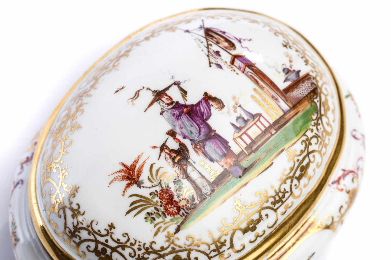 Lot 54 - Zuckerdose, Meissen 1723/24Ovale Zuckerdose, Meissen 1723/24, bauchig gedrückte Form auf