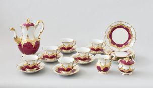 Prunkservice Meissen B-Form, 21-teilig6 dreiteilige Gedecke, Milch Zucker und Kaffeekanne, roter