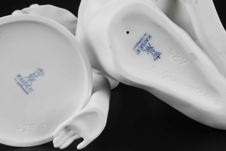 Lot 55 - Zwei Porzellanfiguren - Die Sinnende von Wolfgang Gawantka und Eiskunstläuferin - AK Kaiser