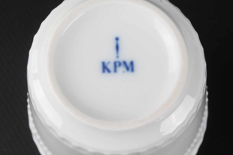 Lot 33 - KPM Berlin Kurland 6 Mokkagedecke mit Kuchentellern, Milchkanne & Zuckerdose,Königliche
