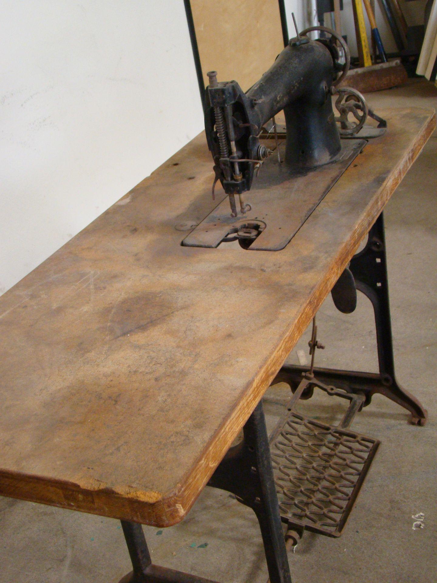 Lot 50 - Singer Antique Sewing Machine 115 Volt