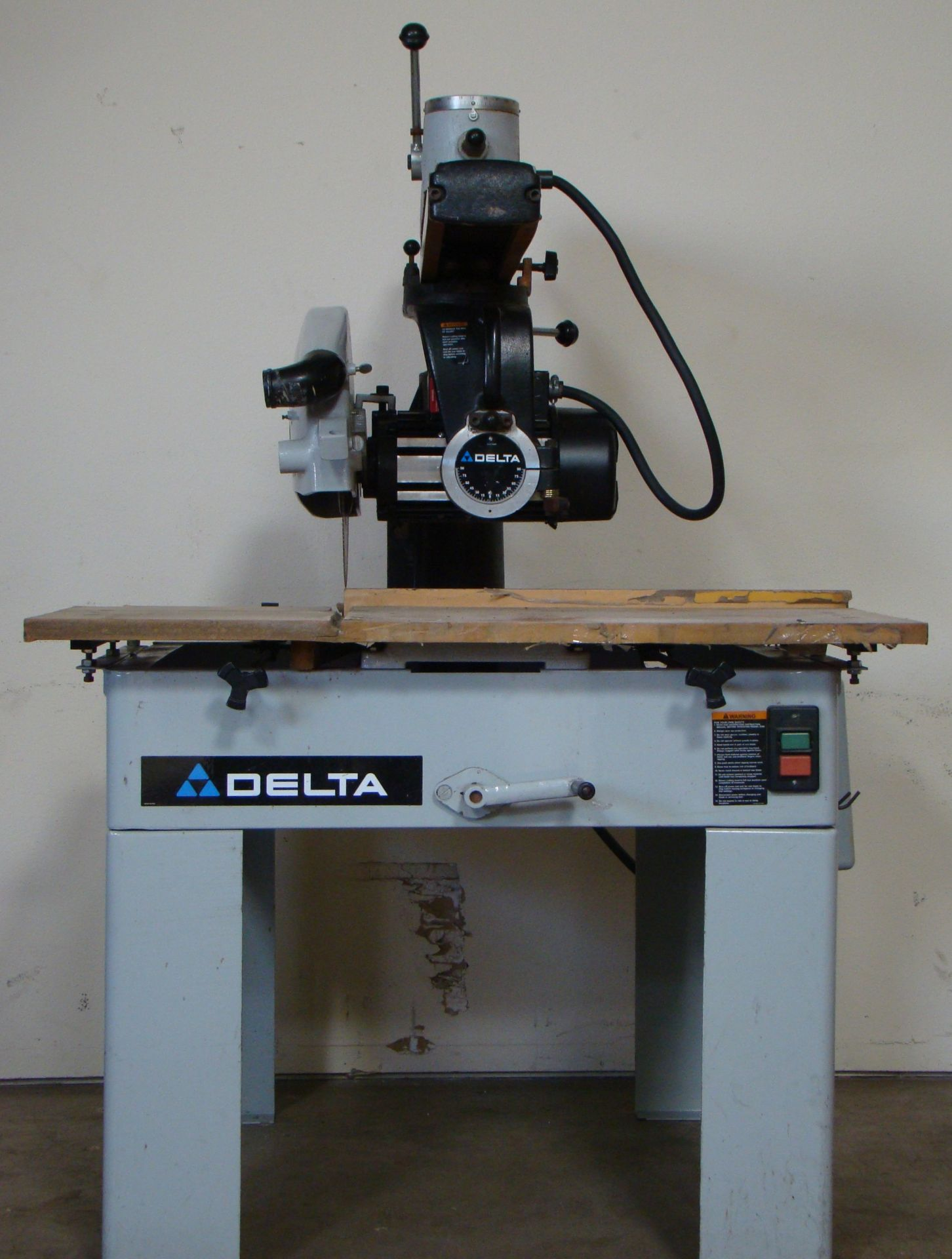 "Lot 6 - Delta 33-421 18"" Radial Arm Saw 7.5 HP 230/460 Volt 3PH"