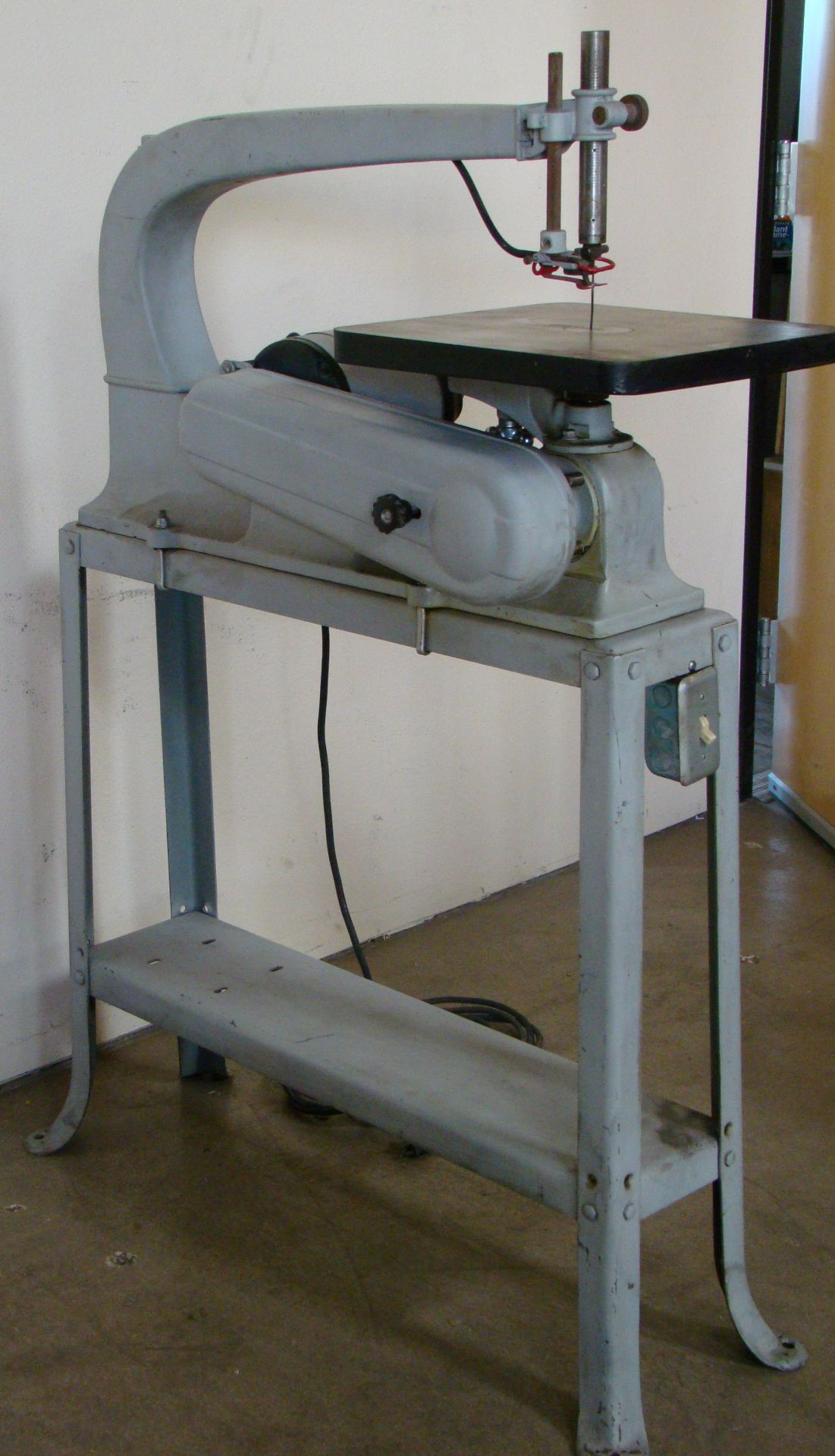 """Lot 52 - Delta Rockwell 24"""" Scroll Saw with Stand Model 1/8HP 115/230 Volt 1PH"""