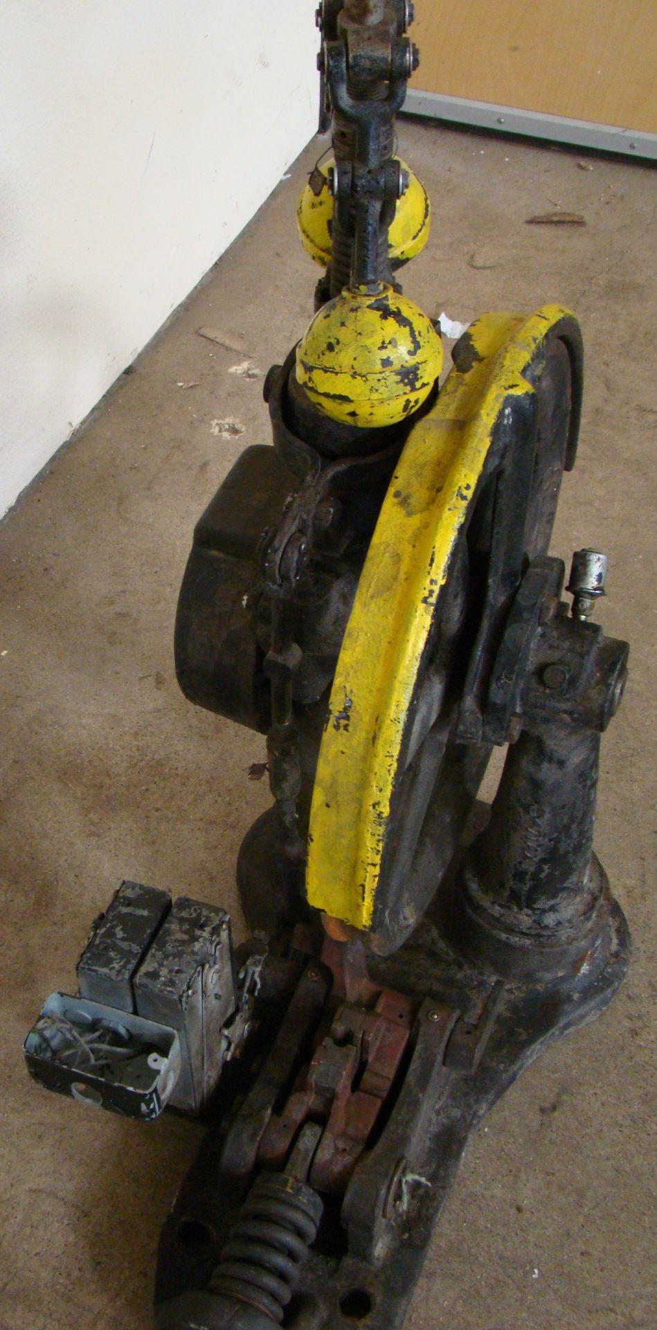 Lot 37 - Antique Otis Elevator Safety Governor Brake, Cast Iron Brass Steampunk Carspeed, 700 FPM