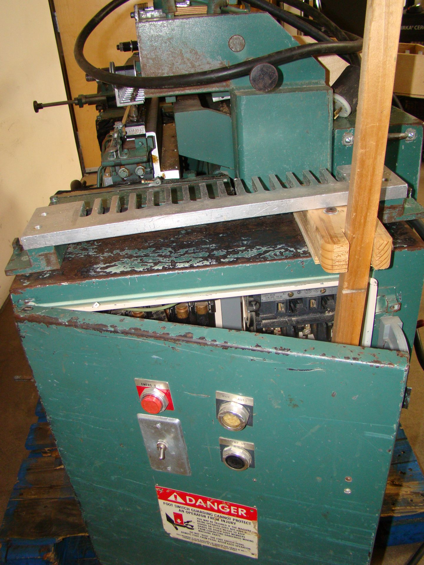 Lot 34 - Dodds Dovetailer with Foot Pedal 3HP 208-230/460 Volt 3PH