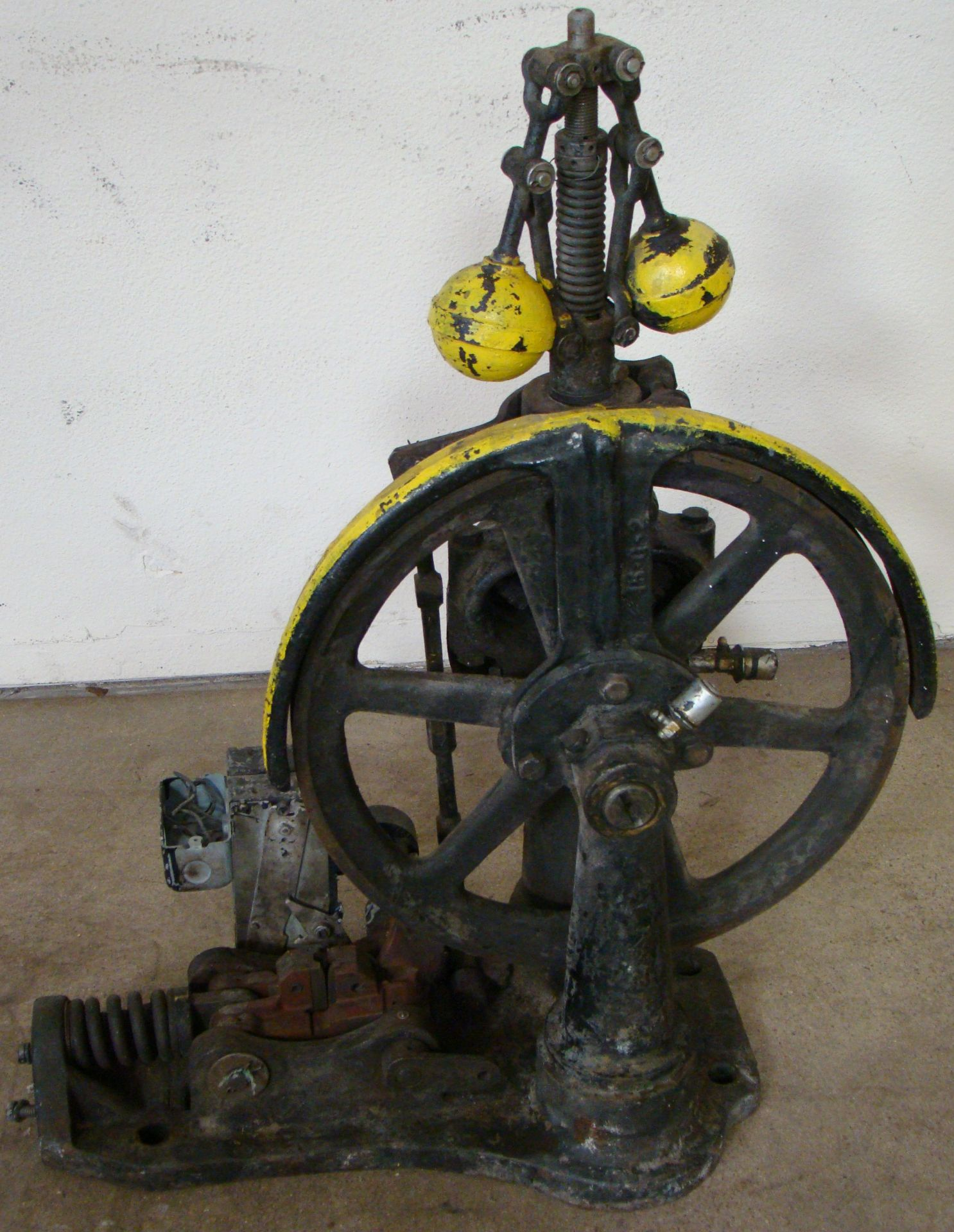 Lot 37 - Antique Otis Elevator Safety Governor Brake, Cast Iron Brass Steampunk Carspeed, 700 FPM