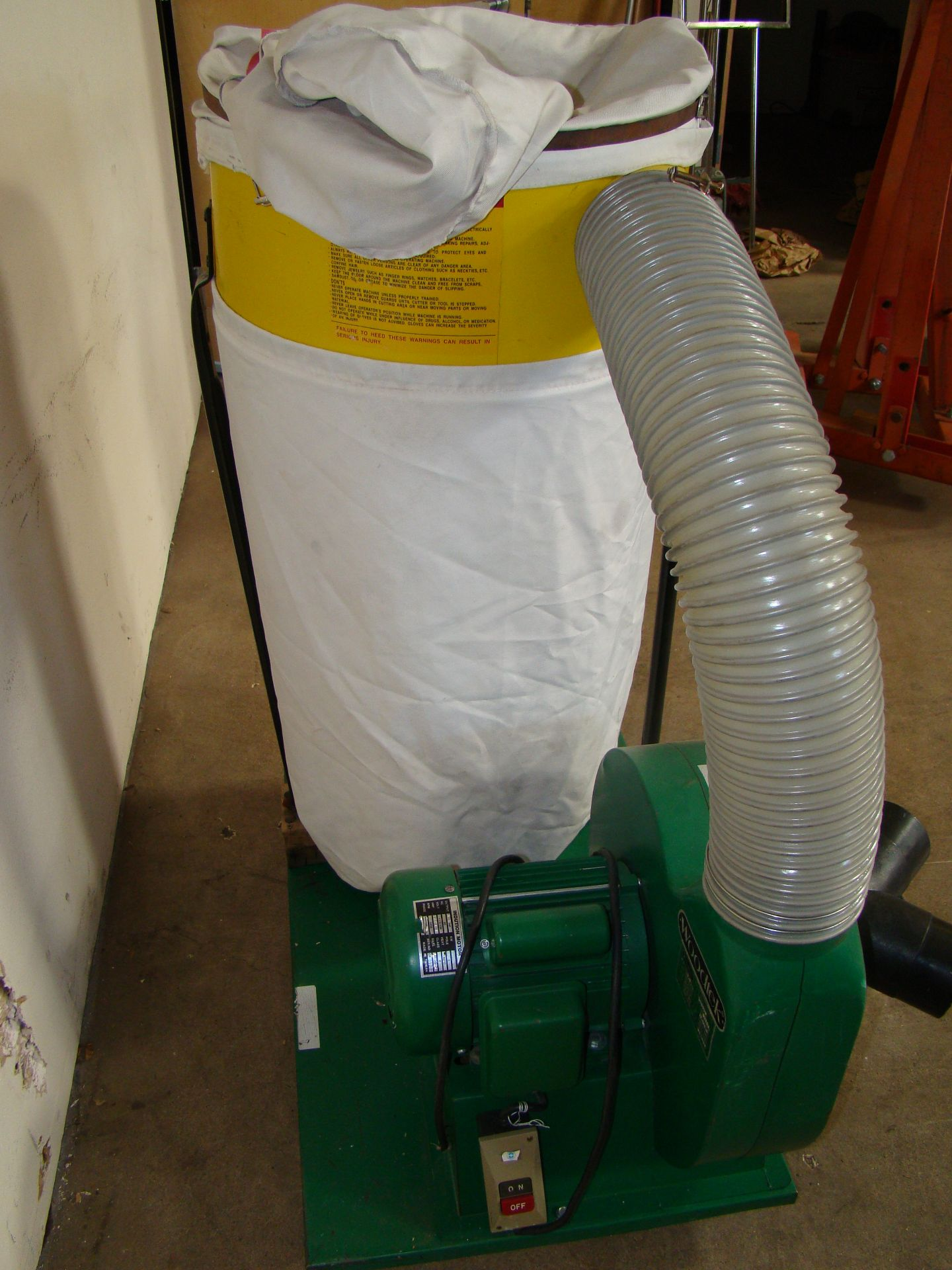 Lot 28 - Woodtek Dust Collector 102023 1.5 HP 115/230V 1PH