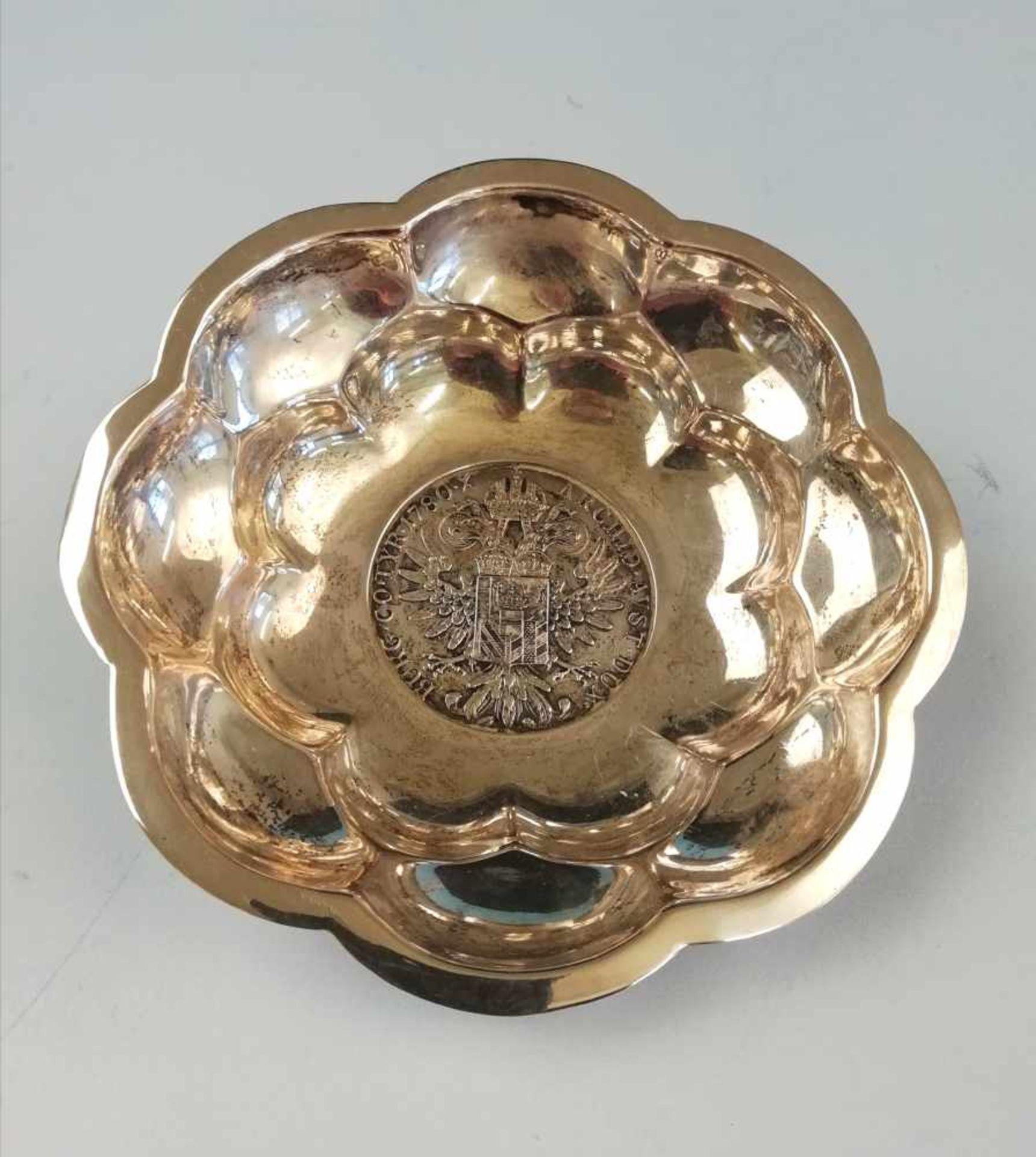 Los 38 - SchälchenSilber 800, Tukanpunze, im Mittel Maria Theresienthaler, 800/835, 76,3 g;