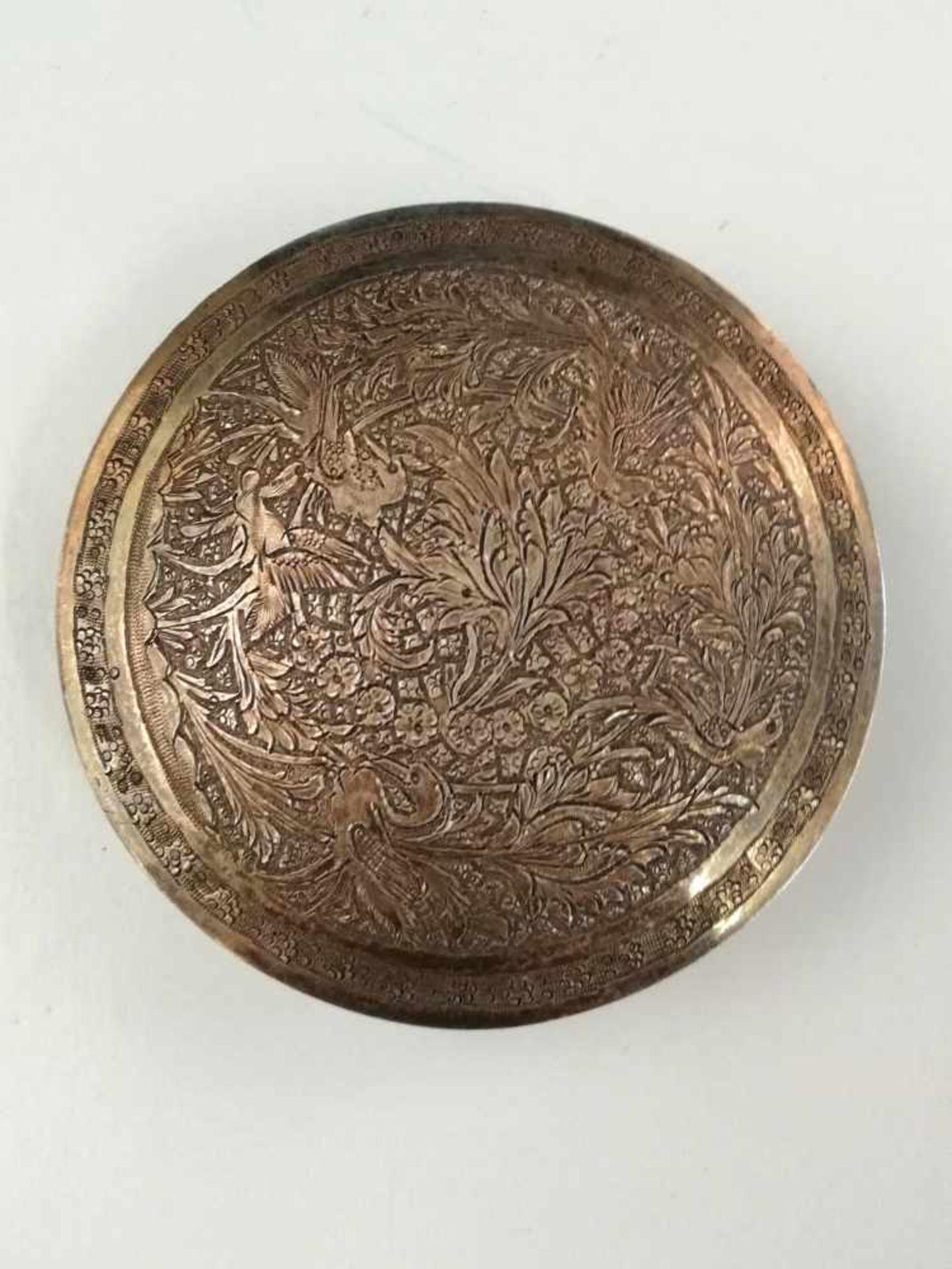 Los 34 - Orientalische Deckeldose, Anfang 20.Jh.,Silber 925, handziselierte floral gearbeitete Vogel- und