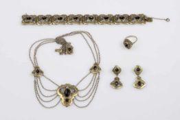 TrachtenschmuckgarniturSilber 835, teil. vergoldet mit Granaten bestehend aus 1 Ring RW 56, 1