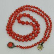 HalsketteKorallen, Silberschließe 800, Steckschließe, Länge 53cm, 15,4g;